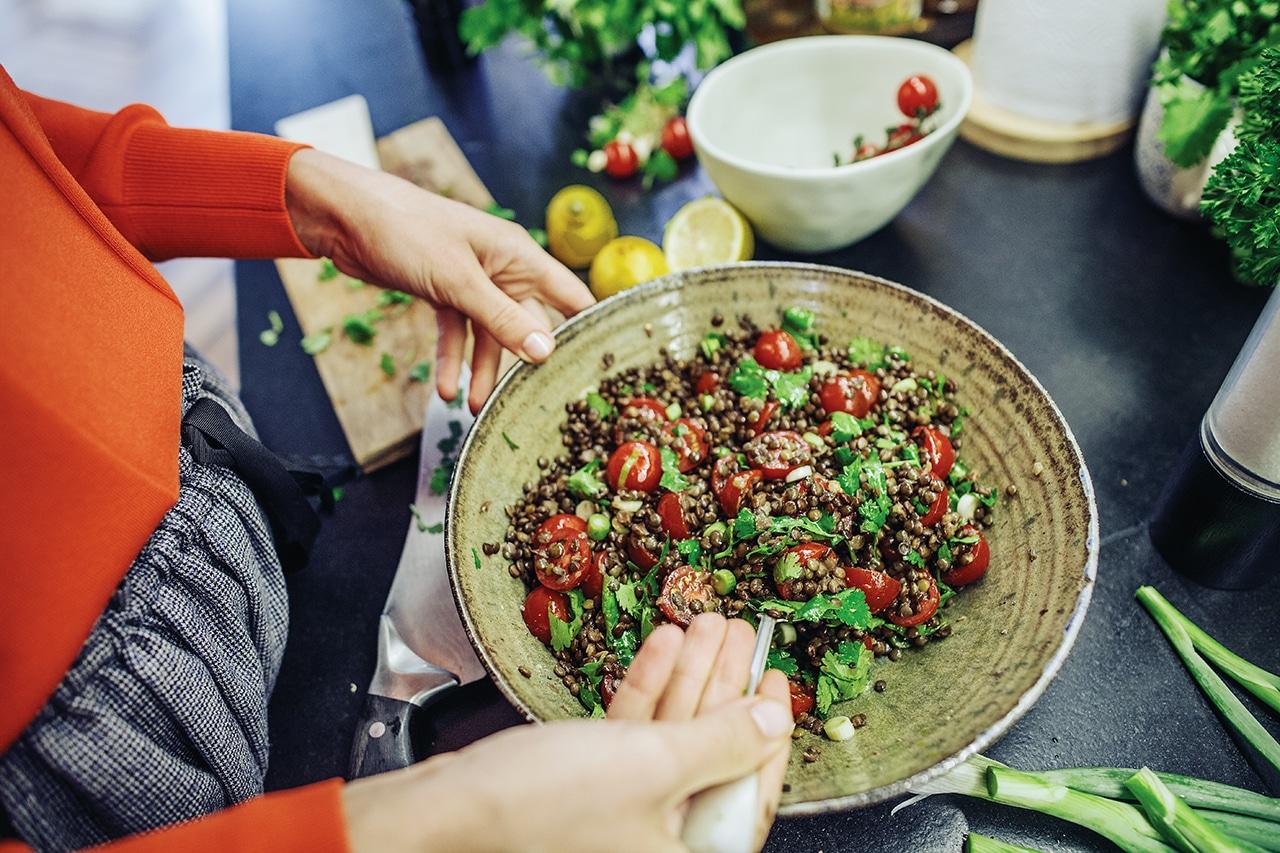 Čočkový salát s rajčaty a koriandrem