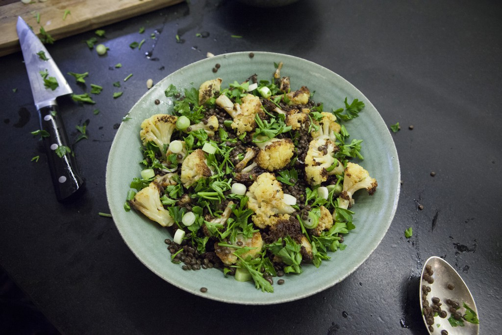 Čočkový salát s pečeným květákem